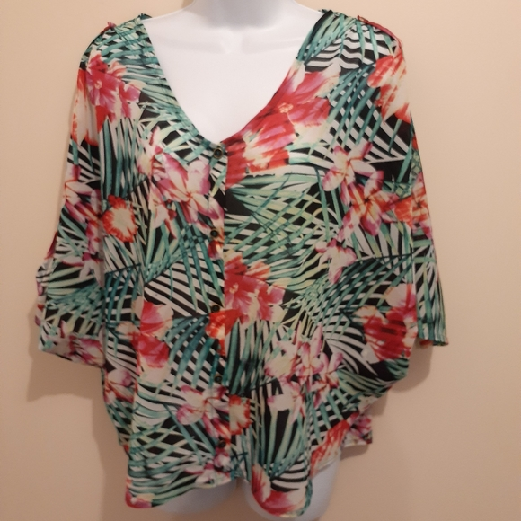 👚3 for $25👚Tropical Cover Up 🇨🇦Size Medium